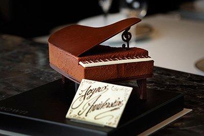 グランドピアノのような本物のチョコ「ピアノ ショコラ」パレスホテル東京で発売 fashion-press.net/news/22227 pic.twitter.com/Eh0KNVV1MP