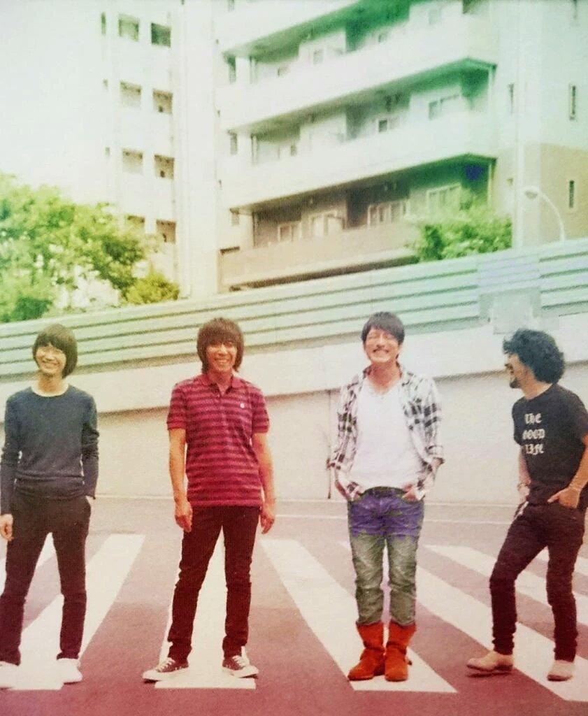 四人で桜井和寿