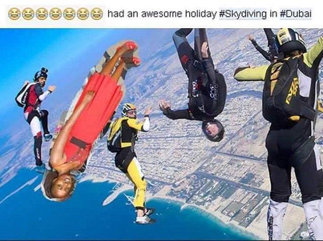 Mujer edita fotos de sus vacaciones
