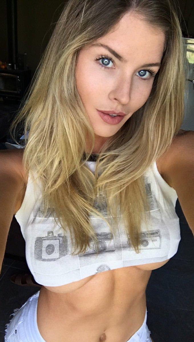 Carly Lauren  - Oh hey Monda twitter @MissCarlyLauren