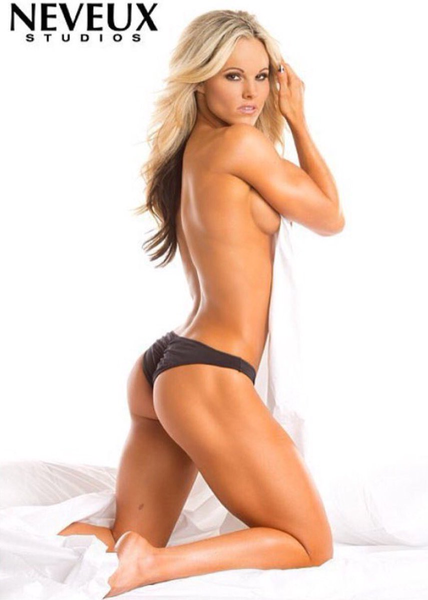 Justine munro fitness model