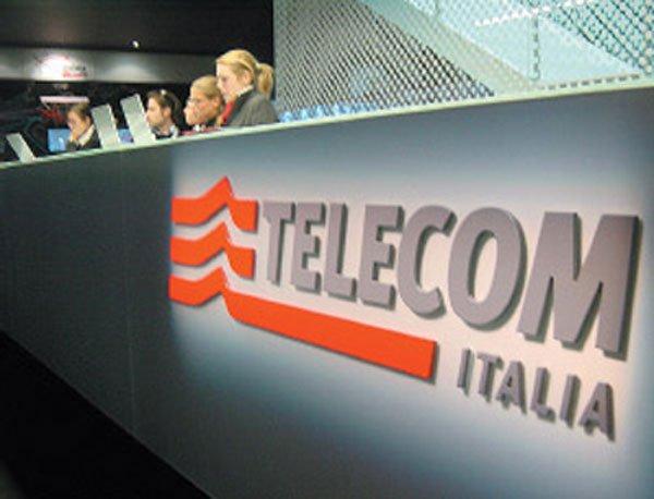 Telecom, raddoppiano costi chiamate telefoni fissi e cellulari nazionali