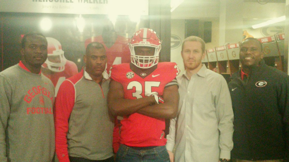 Brookwood high school 2017 OLB Leonard Warner (middle) on visit to UGA (photo Leonard Warner / Twitter)