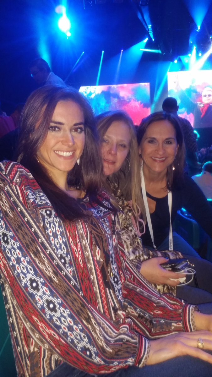 In anticipation for the legend @eltonofficial !!!  @TiffanyWinman @shannonlmanley  #ibminterconnect #ibmsystems https://t.co/MHL2zqfN1P