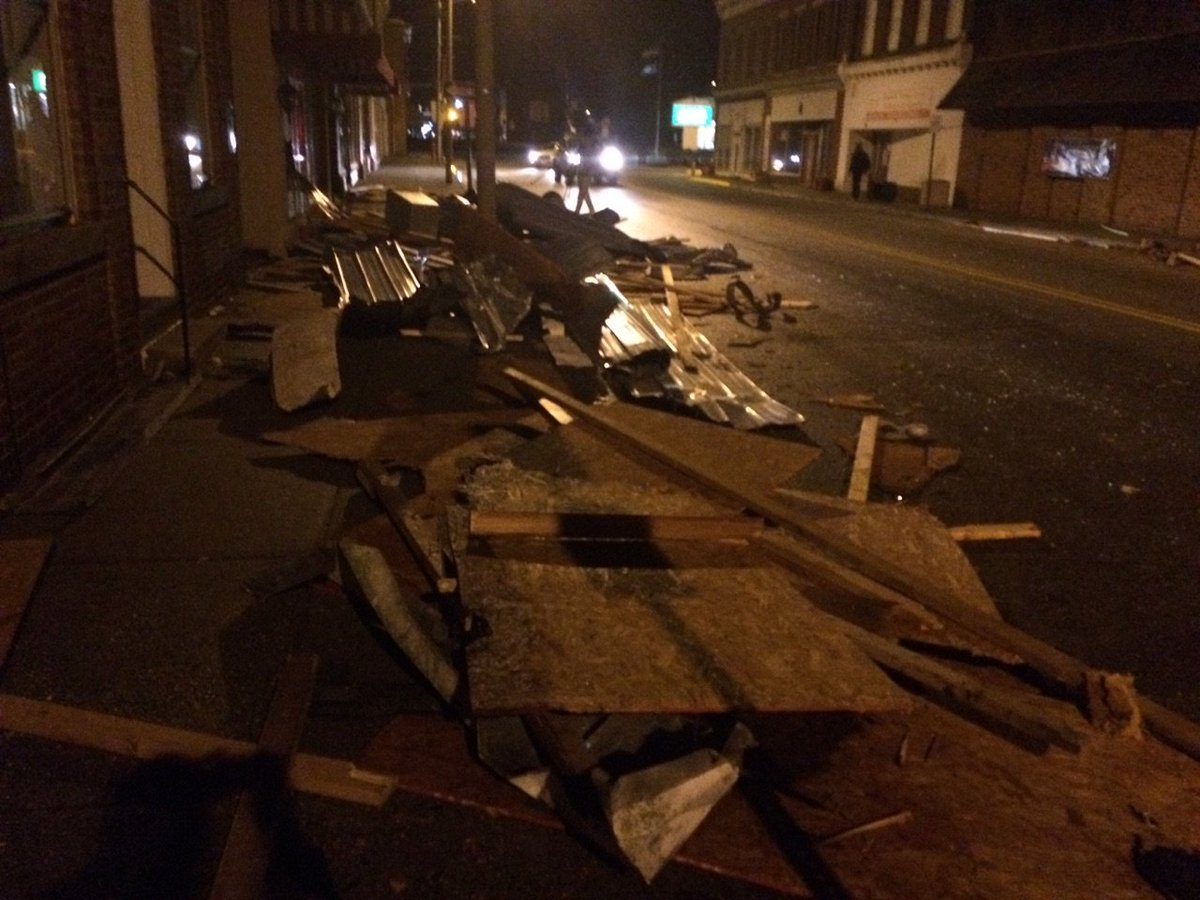 State of emergency declared in VA. Pictures, video, and live reports of the storm damage at 11pm @WTKR3 https://t.co/37sd2FCWnF