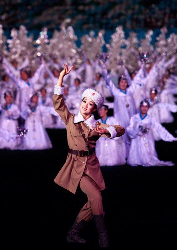 الحياة في كوريا الشماليه ..........متجدد  CcBYSiSXEAABqhR