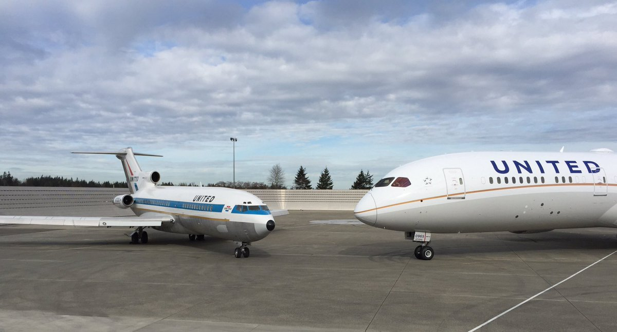 Whisperjet meets Dreamliner. United they stand. Today at Paine Field. #727finalflight https://t.co/1i5loCL7PH