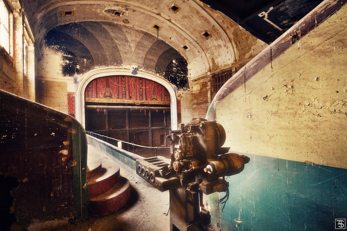 スヴェン・フェンネマによる「失われた場所」。写真に関する技術は独学で習得しました。廃墟となった工業用地や精神病院を舞台に撮影しています。(Sven Fennema)