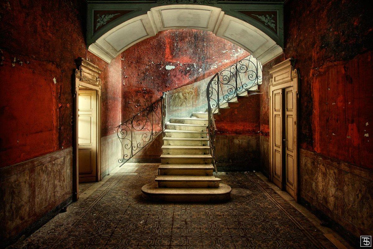 スヴェン・フェンネマ(1981〜)による「失われた場所」。ドイツの写真家。2007年より写真を始め、2009年から独立した写真家になりました。ヨーロッパ全域を旅しながら、寂れた場所や建物を撮影しています。