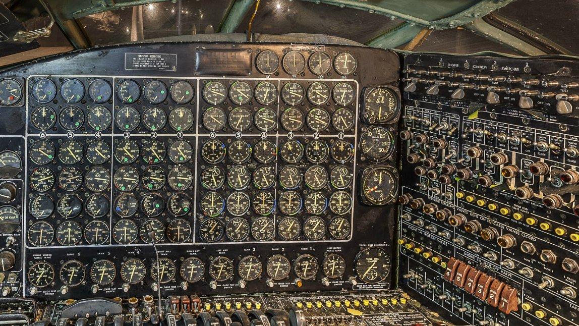 B-36の航空機関士席の計器版はアナログ好きや松本零士的SF好きにはたまらないと思う
