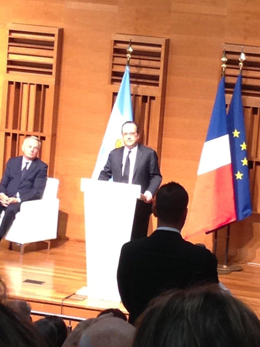 Un navío francés anticipa la visita oficial de Hollande - Página 4 CcEAysUWIAA4CYo