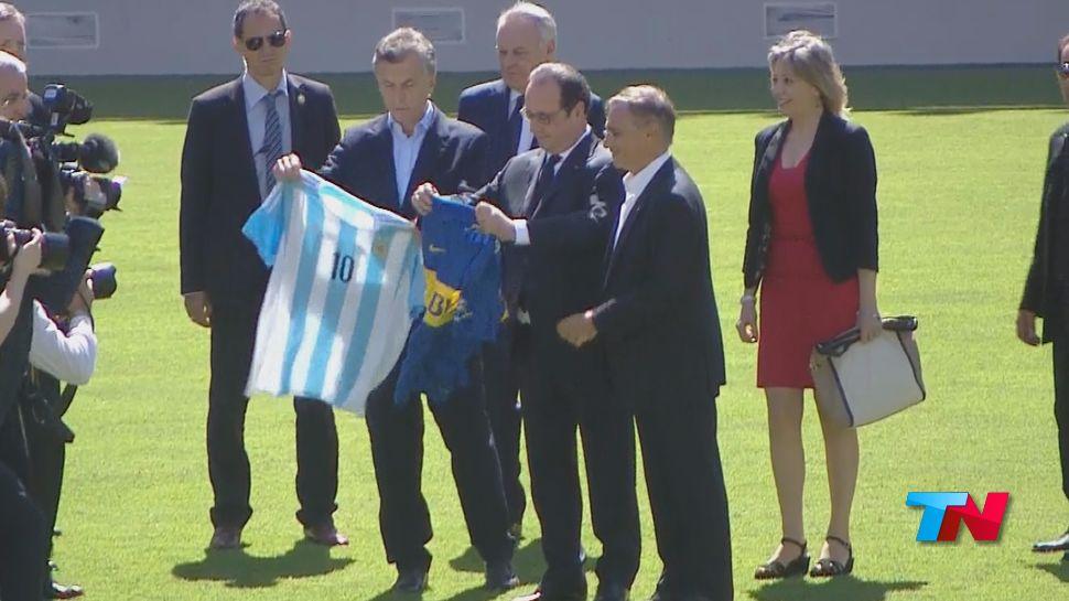 Macri llevó al presidente de Francia a La Bombonera