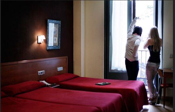Hostal Persal, la familiarità di un ostello con i servizi di un hotel a prezzi ragionevoli nel centro di Madrid.  http:// www.hostalpersal.com/it/   #viaggi #tbloggers #viaggiare #spagna  #travelbloggers #tbloggers #italia - Ukustom