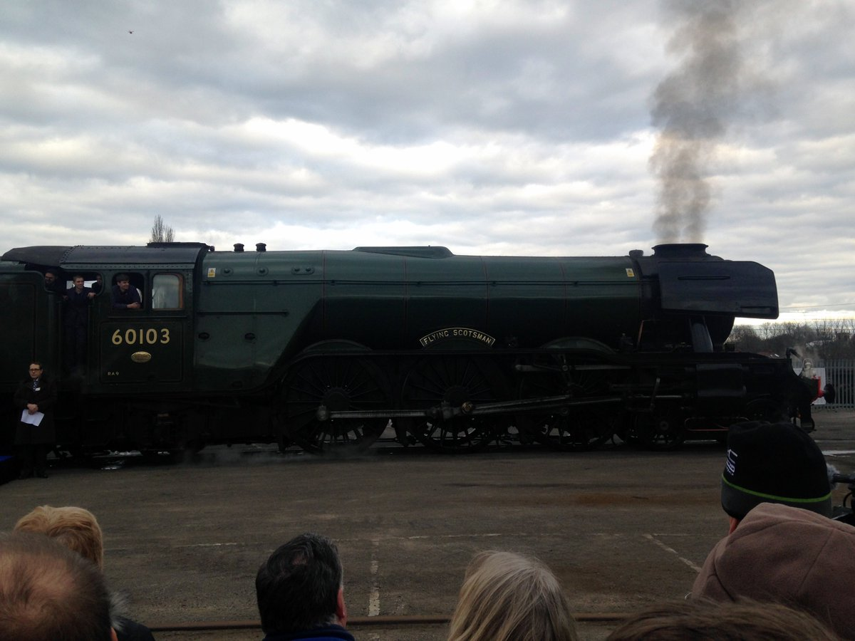 Possibly the world's most famous loco steaming into York after today's long journey. Welcome back, #FlyingScotsman! https://t.co/P3PbjlNB1v