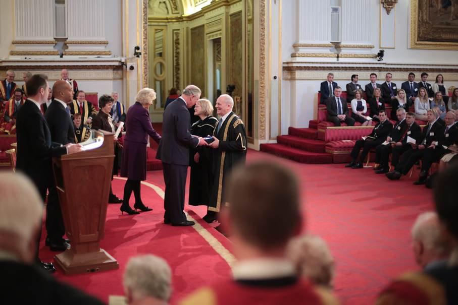 Our VC Brian Cantor & Dementia Studies Professor @MurnaD proudly receiving the #QueensPrize from the Prince of Wales https://t.co/231wXVCSJO