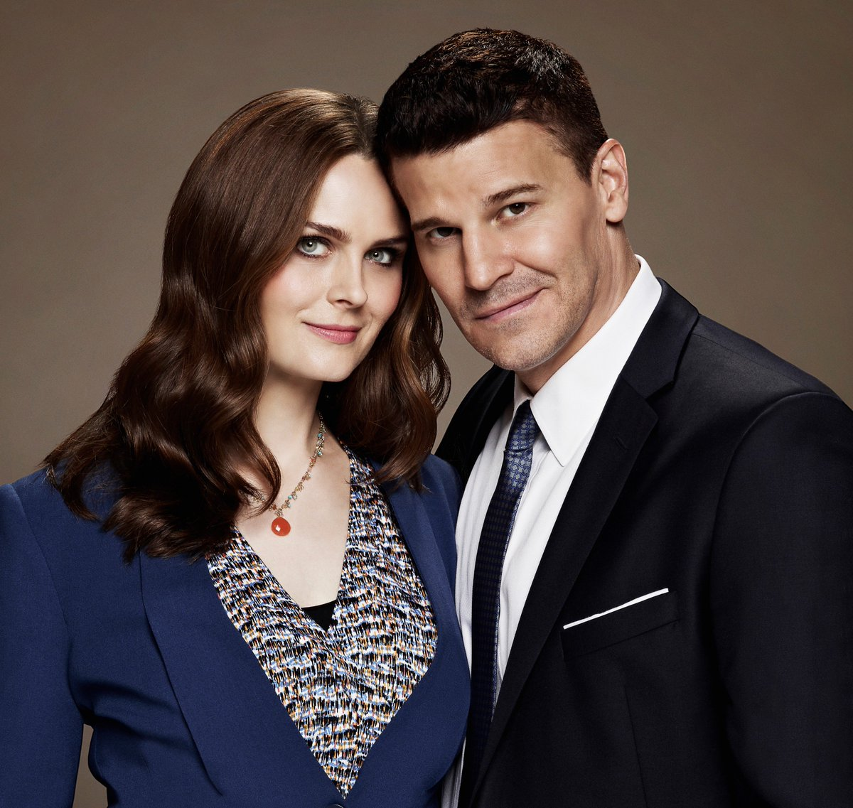 #Bones set to return for a 12th (and final) season https://t.co/j6tKcHb2b7 @BONESonFOX https://t.co/gvlbuI6MQx