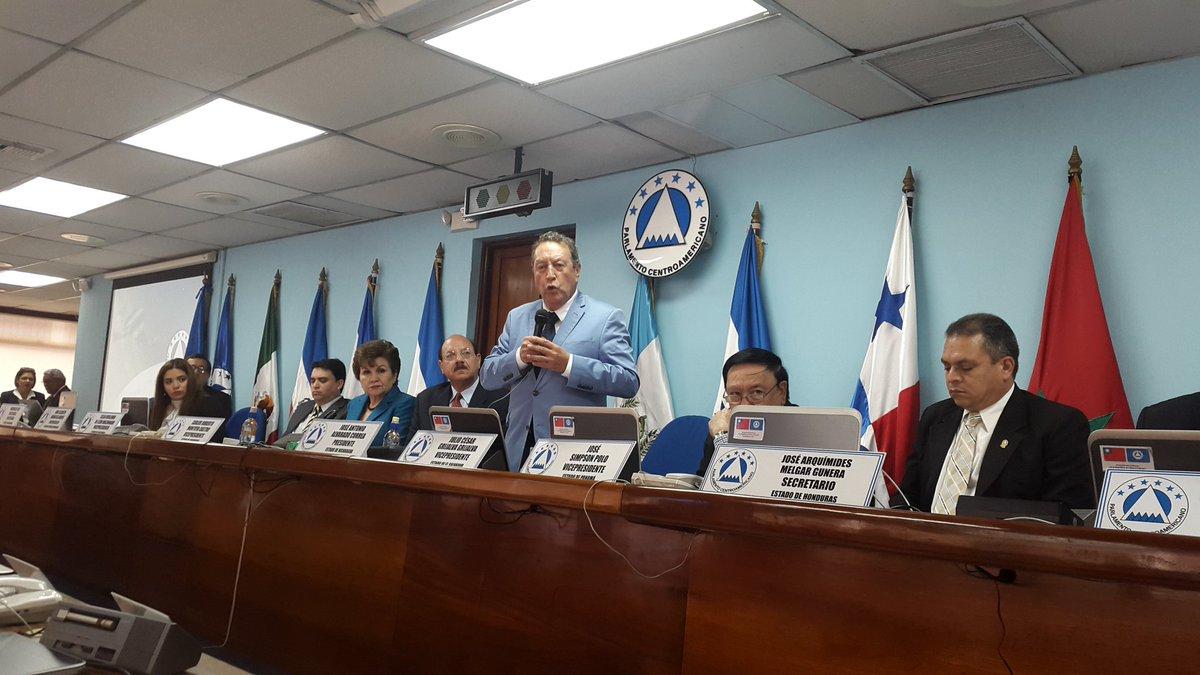 Presidente Vinicio Cerezo presente en el Parlacen para firma de adendum a convenio con Fundación Esquipulas https://t.co/GqYsEpMhc6
