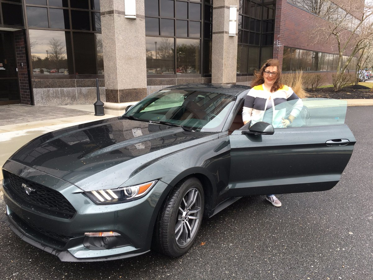 I may need an excuse to ditch work tomorrow... #FordMustang #OnLoanSadlyNotMine https://t.co/AXwO5XlljV
