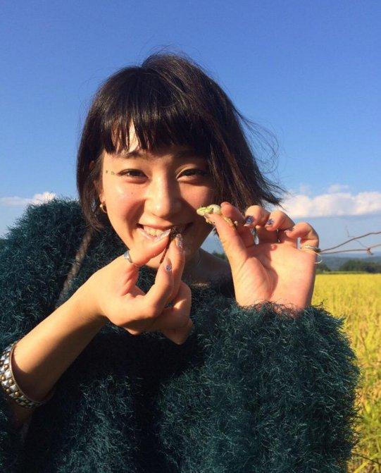 青空と笑顔の水曜日のカンパネラ・コムアイ