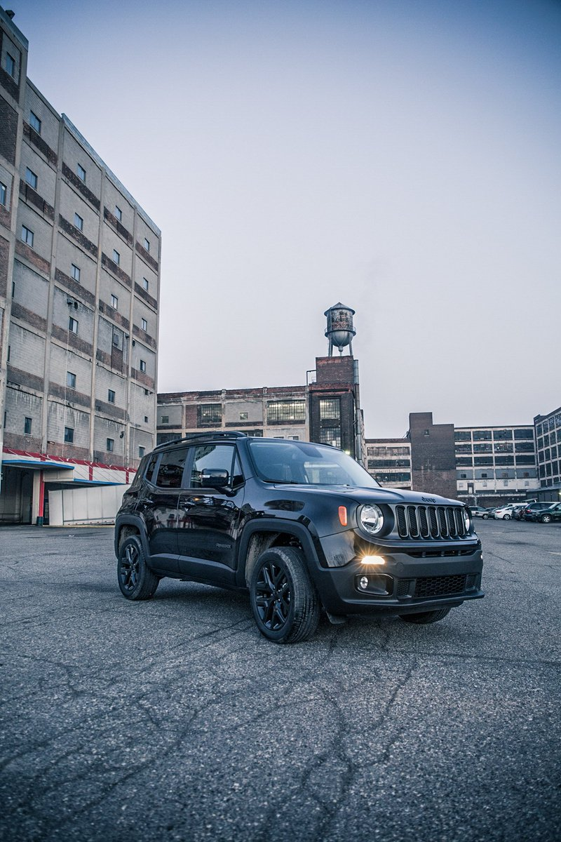 jeep on twitter the jeep renegade dawn of justice special edition will fight boring commutes. Black Bedroom Furniture Sets. Home Design Ideas