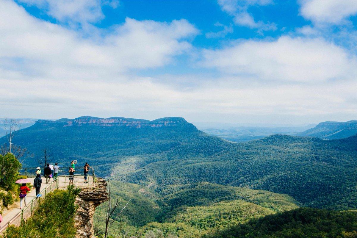 シドニー市内から90分の世界遺産ブルーマウンテンズ国立公園。ユーカリの森でウォーキングはいかが?ANAの羽田=シドニー線でこの春はオーストラリアへ!ツアー情報もこちらから☆ https://t.co/DQGJ6DwYb7 https://t.co/leOK6bnEi4