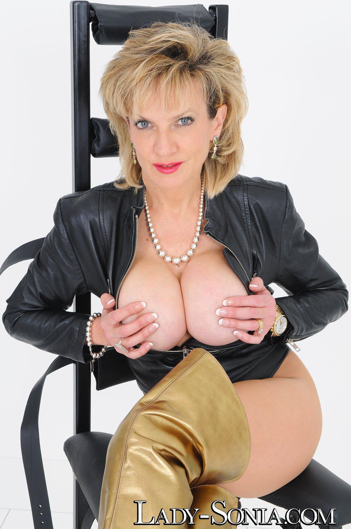 Lady sonia lucky twitter follower blowjob handjob massage 2
