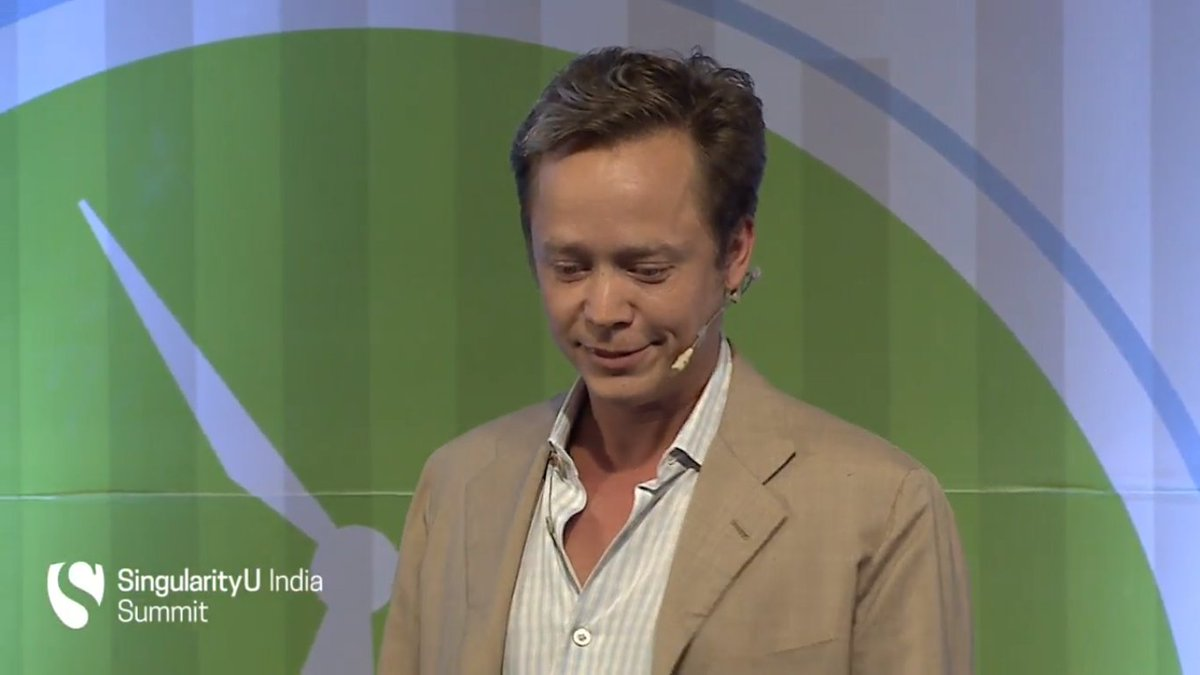 Removing the middlemen with self-executing smart contracts! #Bitcoin #blockchain @brockpierce #SUIndiaSummit https://t.co/twsqkMxyfY