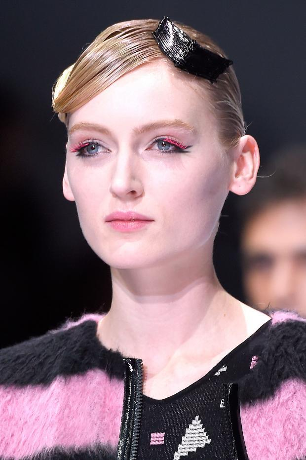 Beauty looks from @armani A/W '16 #fashion #MFW https://t.co/HoZmQivF4C https://t.co/h4GEr6Yh8P