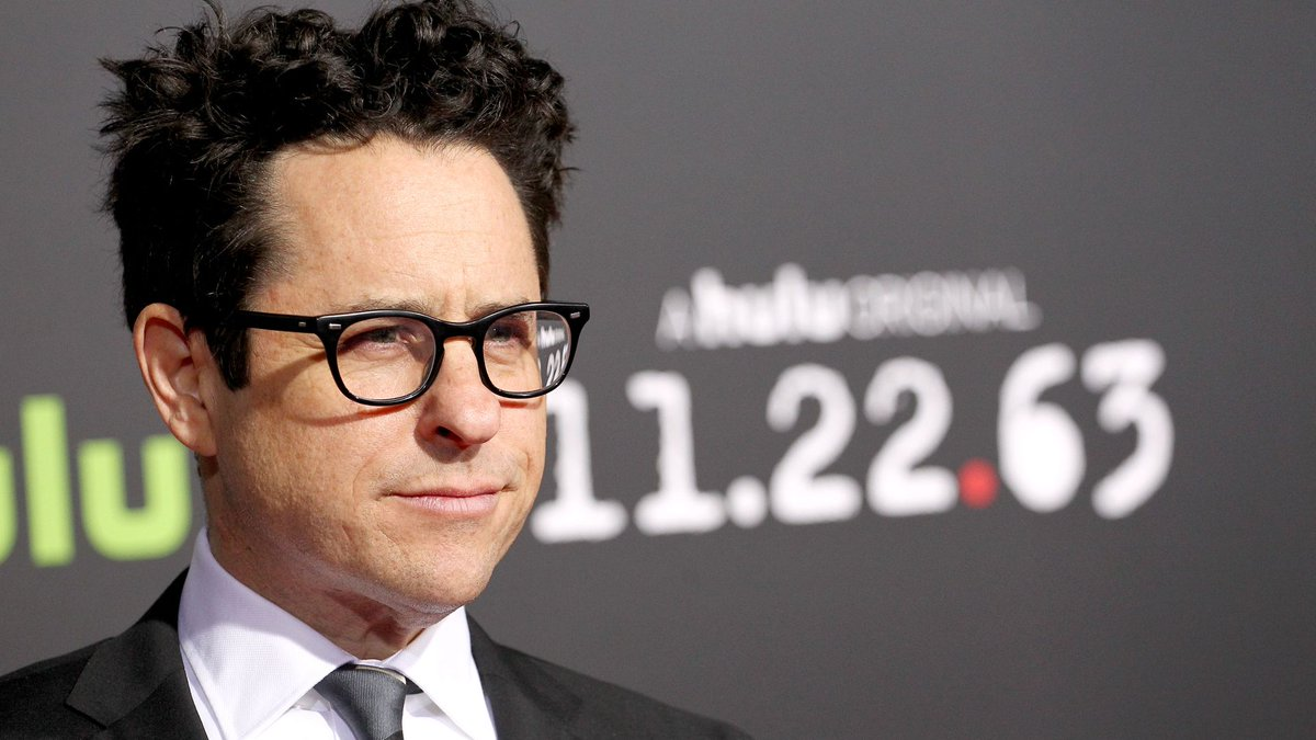 J.J. Abrams says Star Wars will get an openly gay character https://t.co/J4NzV2fly1