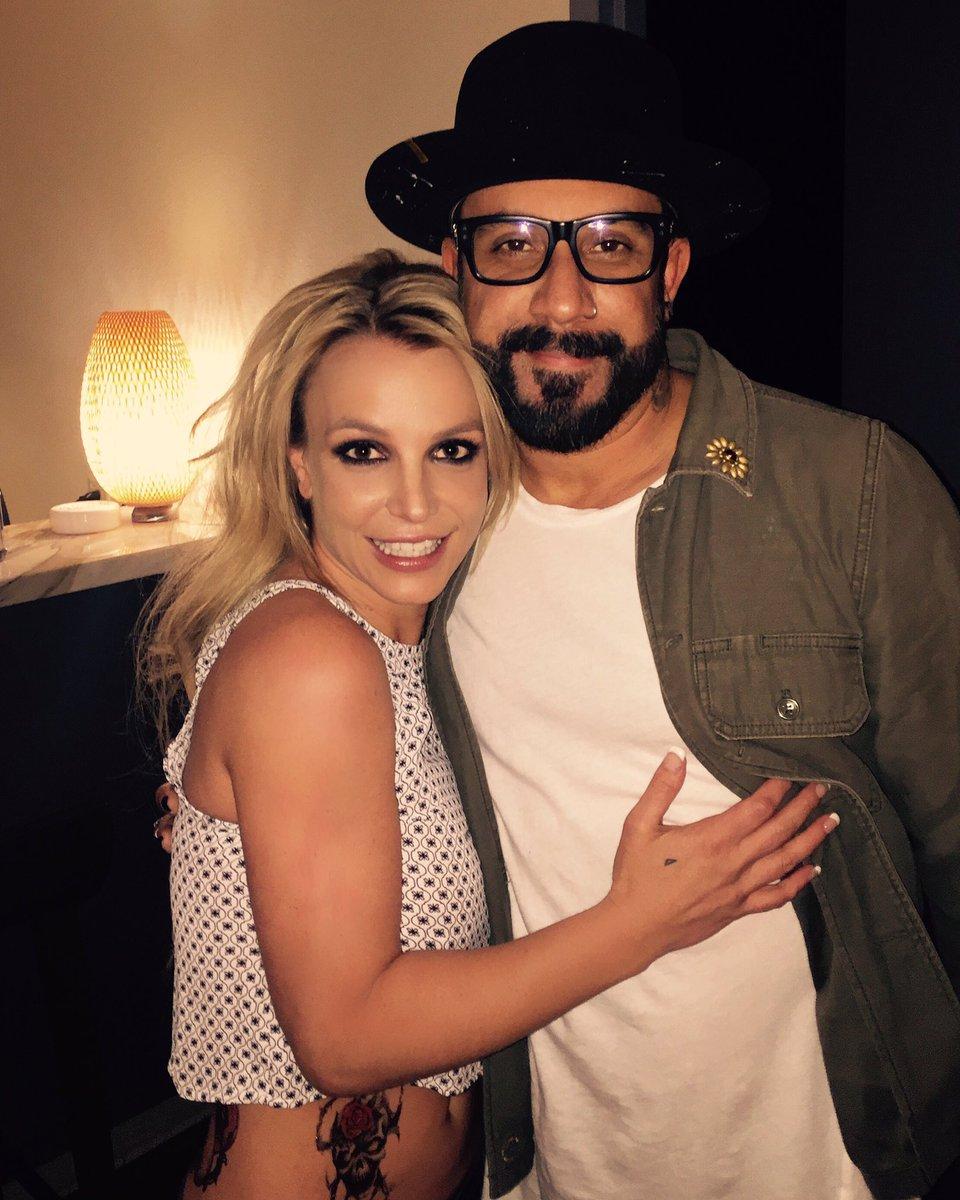 Britney Spears >> Britney: Piece of Me [III] - Página 45 CcNSVLMUAAAveEw