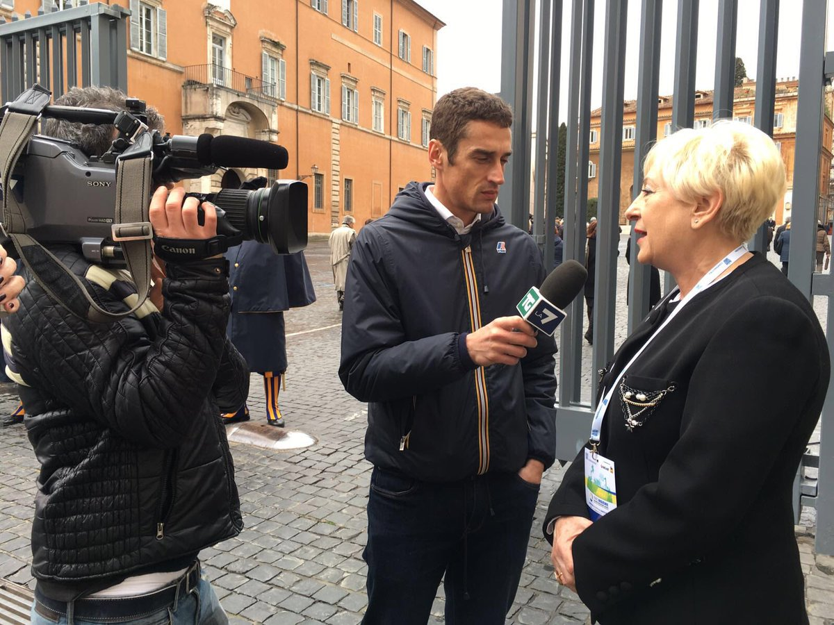 .@AnnaritaPilotti intervistata dal @TgLa7 prima di entrare in #SalaNervi #GiubileoIndustria @calzarevalore https://t.co/fGN3zUGAhK