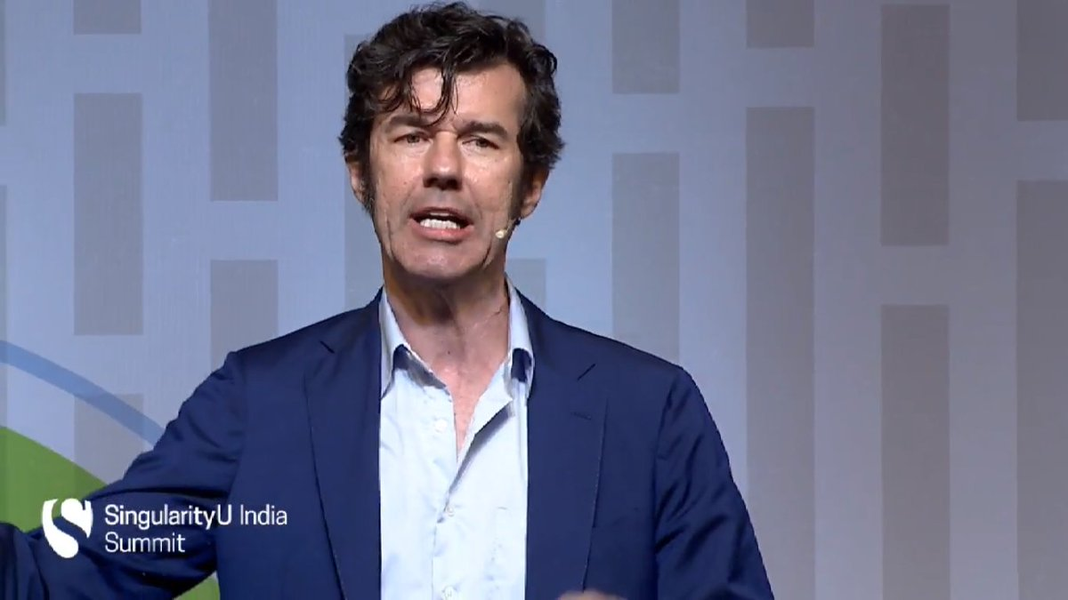 Up on stage is Stefan Sagmeister of @sagmeisterwalsh to talk about  #Design and it's importance #SUIndiaSummit https://t.co/Es2OrgmIb8