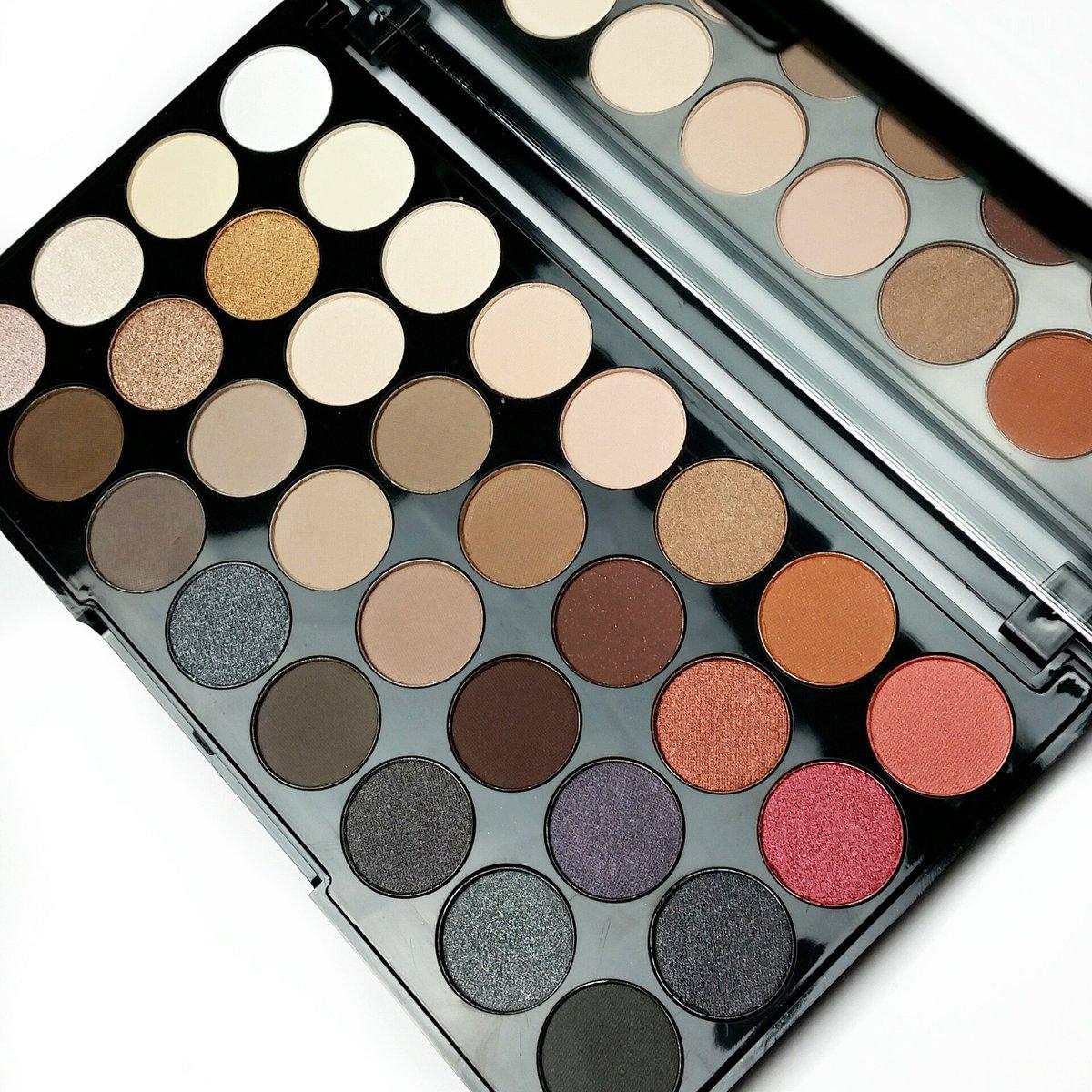makeup revolution flawless 2 ultra 32 eyeshadow palette. Black Bedroom Furniture Sets. Home Design Ideas