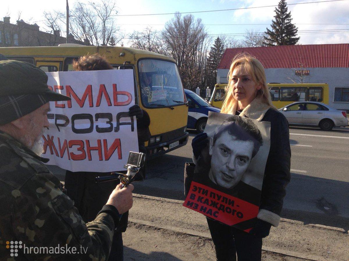 В Киеве к годовщине убийства Немцова пикетируют посольство России
