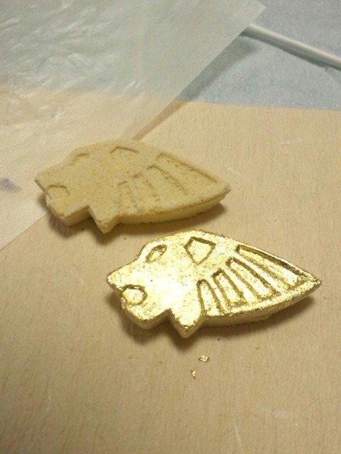 さらに悪ノリして食用金箔を貼った「ライアン・ゴールデンバージョン」を作成。箱もジュエリーケースのようにしてみたりww #タイバニ文化祭 #タイバニ料理部