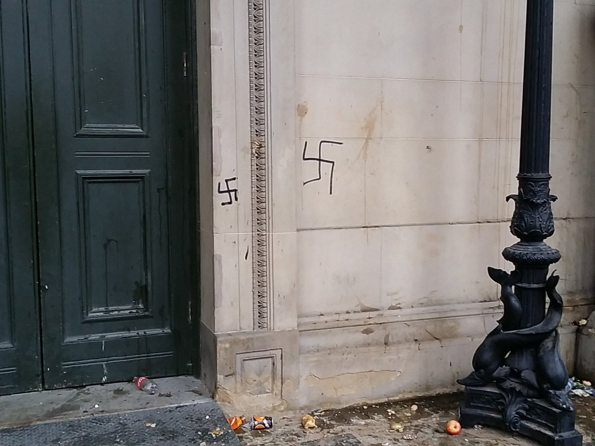Fascists sprayed swastikas on Liverpool's St George's Hall while @MerseyPolice protected them. https://t.co/iMk2N7Nznn