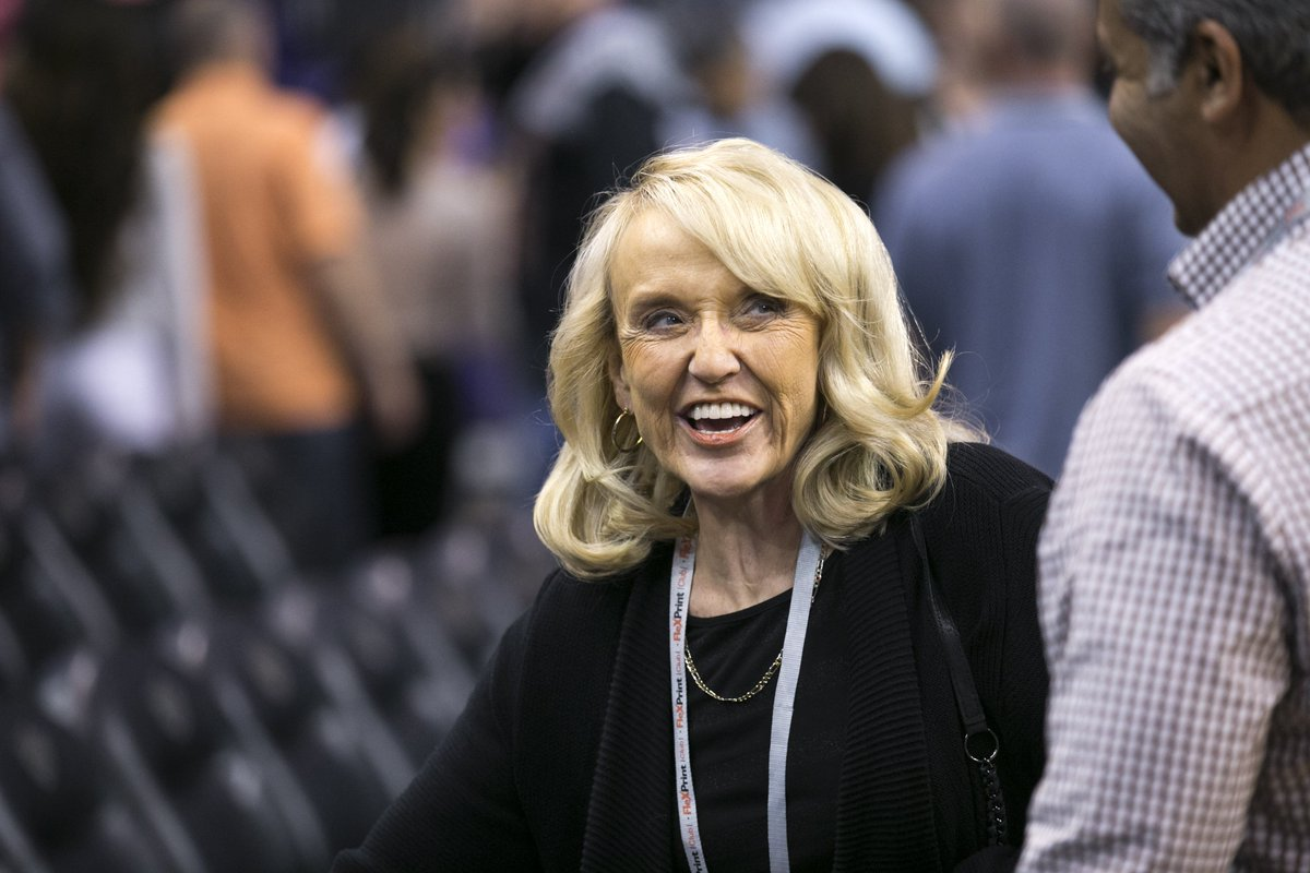 Arizona's @GovBrewer endorses @realDonaldTrump for president. #immigration https://t.co/IceA0y2rin https://t.co/u9qhx96Lgh