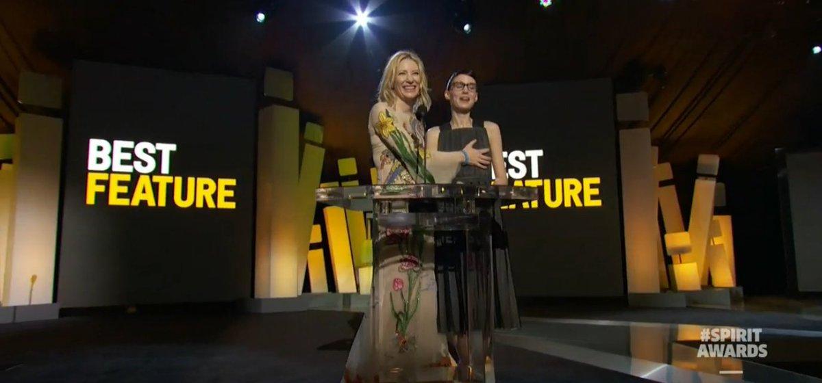 Aaaaand here's Cate Blanchett feeling up Rooney Mara #SpiritAwards https://t.co/MkpD6uPDys
