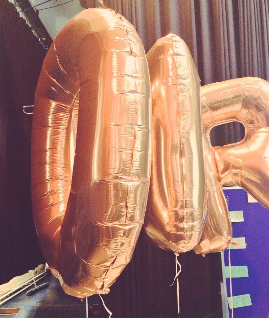 Gerahmt in goldenen Ballons starten wir jetzt die Sessionplanung für das #OERcamp beim #OERde16 https://t.co/ypG65Ok8FE