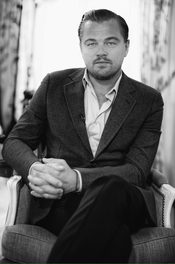 Fingers crossed for @LeoDiCaprio at the #Oscars- photo by @NikosAliagas #Oscars2016 https://t.co/r2YFRdWRU0