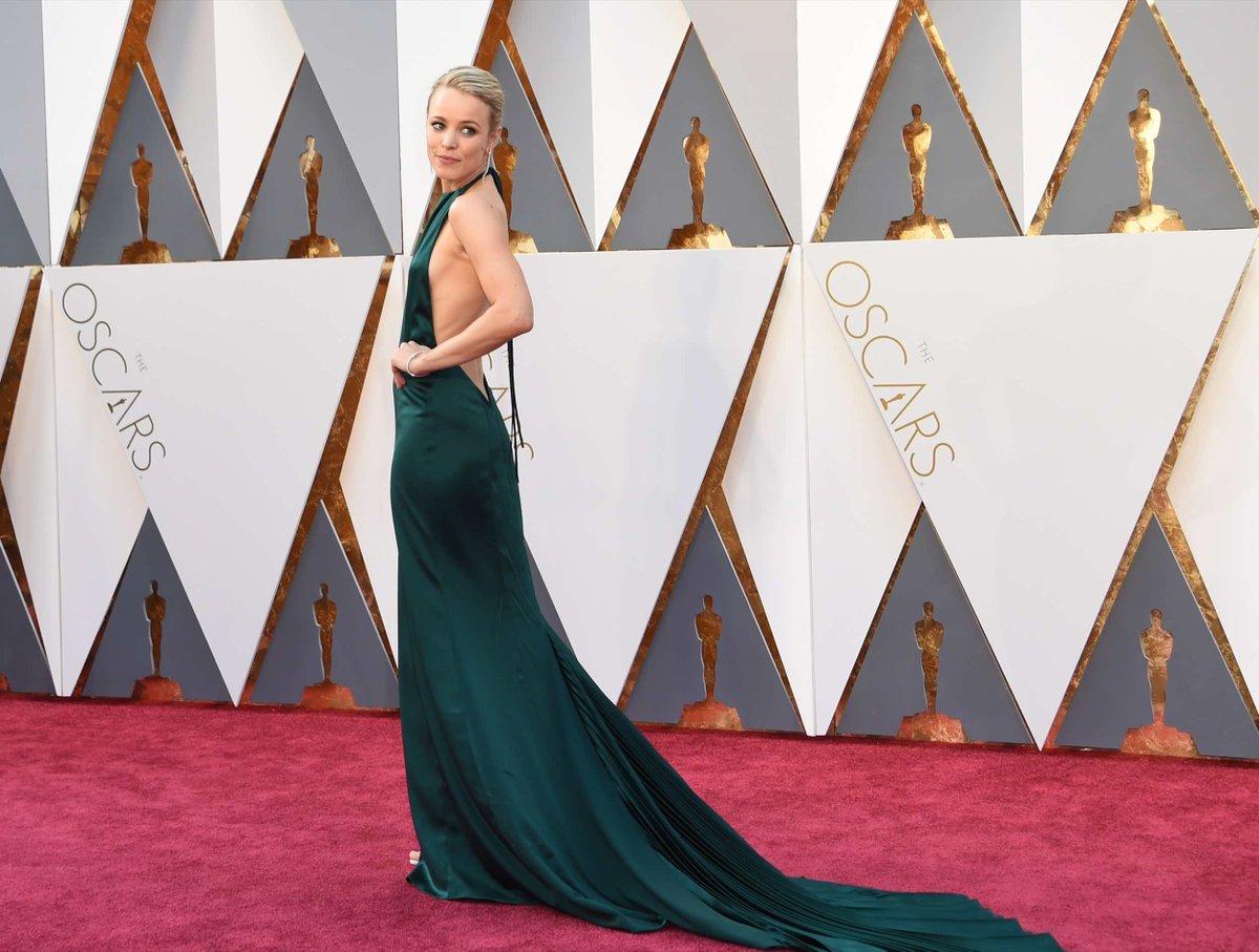 Rachel arriving for the 88th Annual Academy Awards #Oscars https://t.co/fEcAsaNkWu https://t.co/Tro0HaUKKR