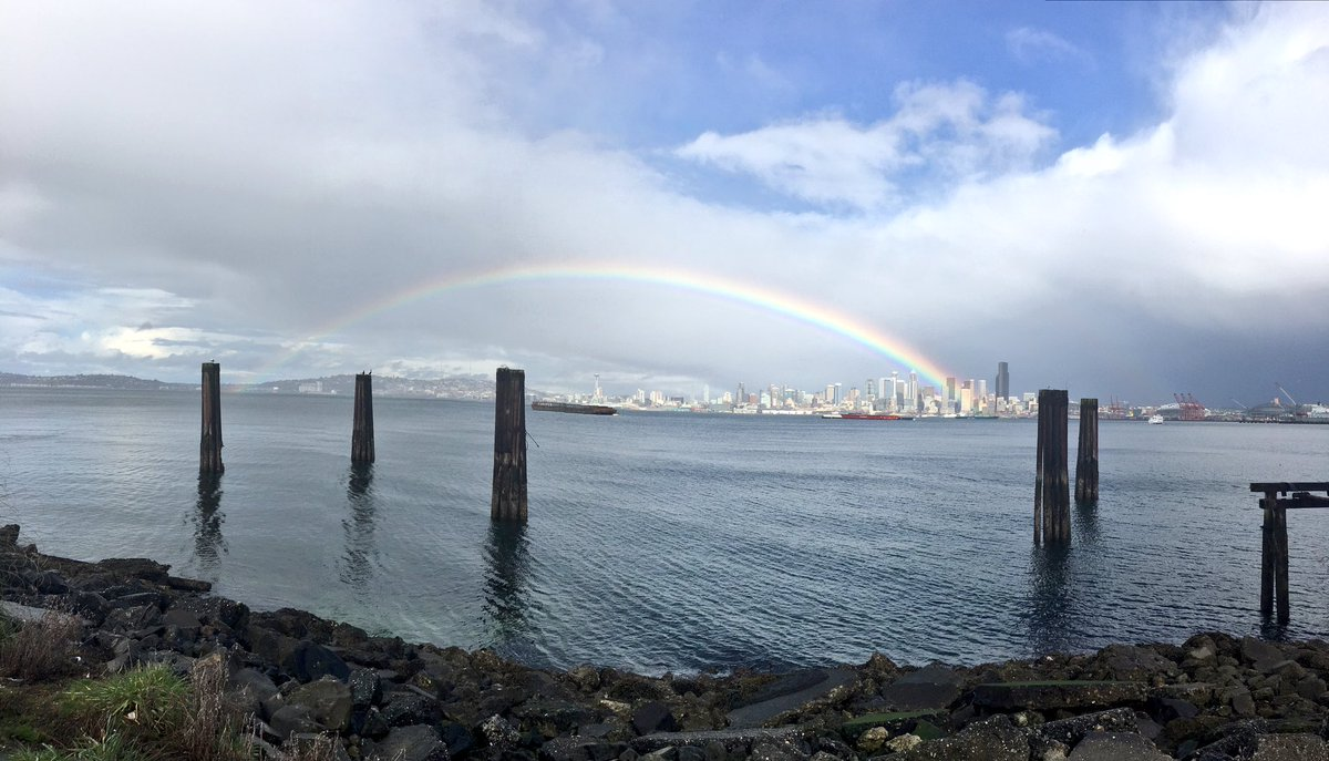What's happening over Seattle right now is glorious!!! #rainbow #alki #Q13FOX https://t.co/zjTBFgevoU