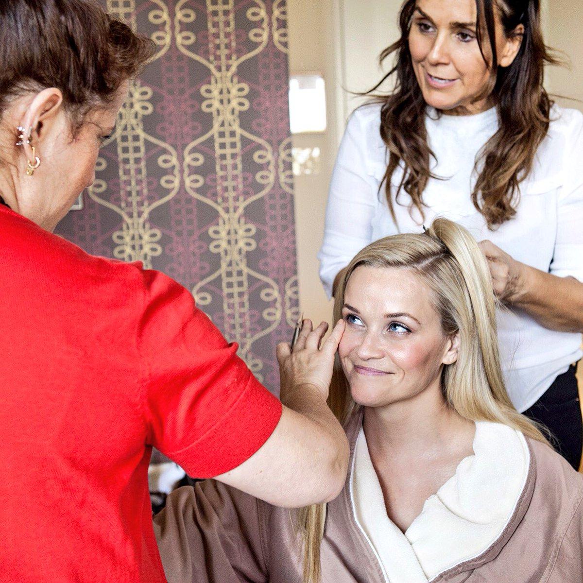 #Countdown... 😘 #Oscars #Prep #BeautySquad @MrsByMrs @LonaVigi https://t.co/mLo4dKELmY