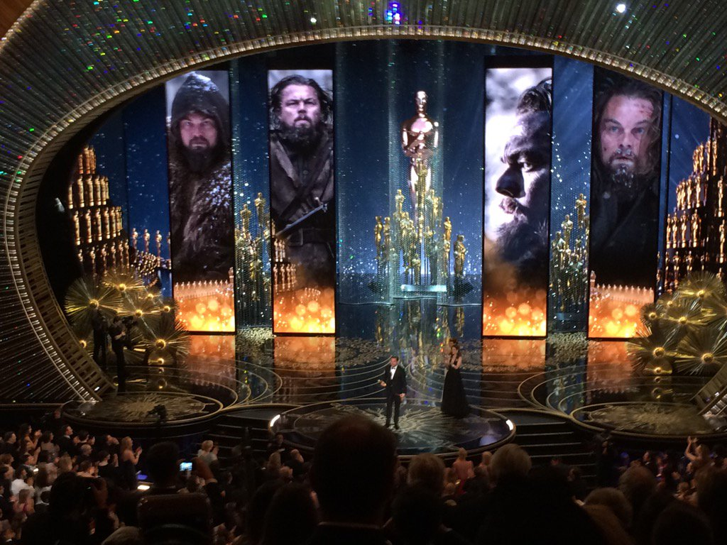 Huge standing O for OSCAR WINNER LEONARDO DICAPRIO! https://t.co/NC3Q5hvp8a