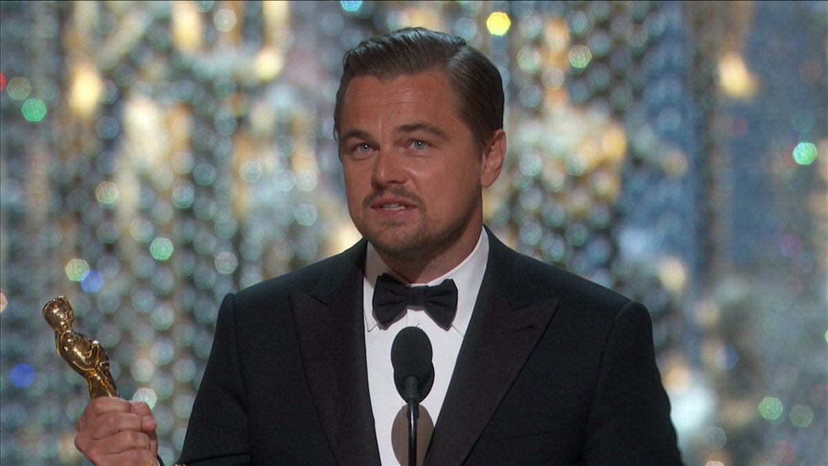 The crowd in DolbyTheatre stands up to applaud LEONARDO DICAPRIO's win for BEST LEAD ACTOR #HBOAsiaOscars16 #Oscars https://t.co/szGhAIL5ha