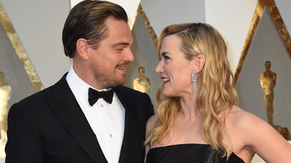 รักคู่นี้มาก ไม่ว่าเมื่อไรก็คอยอยู่ข้างๆกันเสมอ เห็นเคทลุ้นลีโอวันนี้ ก็เหมือนที่ลีโอให้กำลังใจเคทวันนั้น ☺ #Oscars https://t.co/wTJe1hbFIf