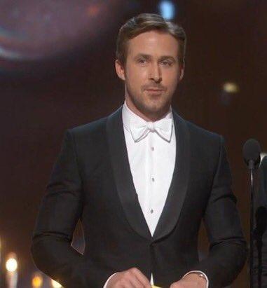 Ryan Gosling salió 2 minutos y todavía sigue en los Trending Topics. Cuando eres guapo y el mundo lo sabe #Oscars https://t.co/gMXKrudcVm