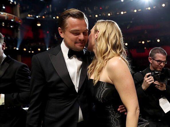 Кейт Уинслет поздравляет Леонардо ДиКаприо с победой  #Oscar https://t.co/dQGKkhOXO2