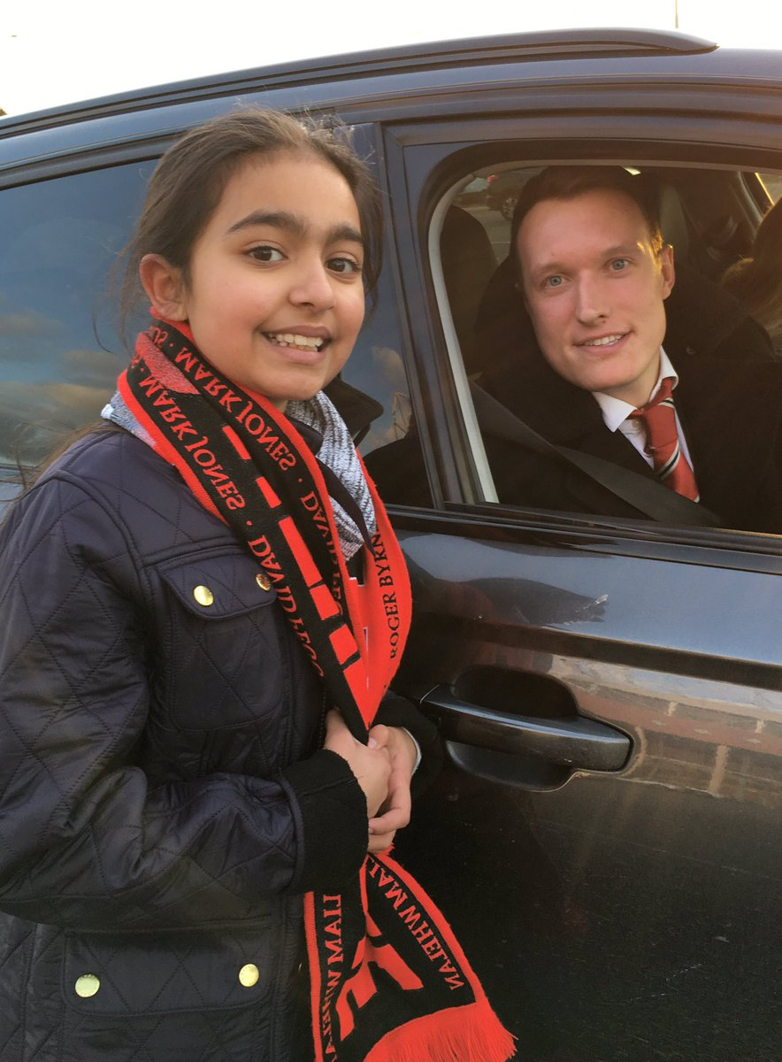 3 points for @ManUtd and the icing on the cake - I finally met @PhilJones4 thank you so much for the photo 🔴😊