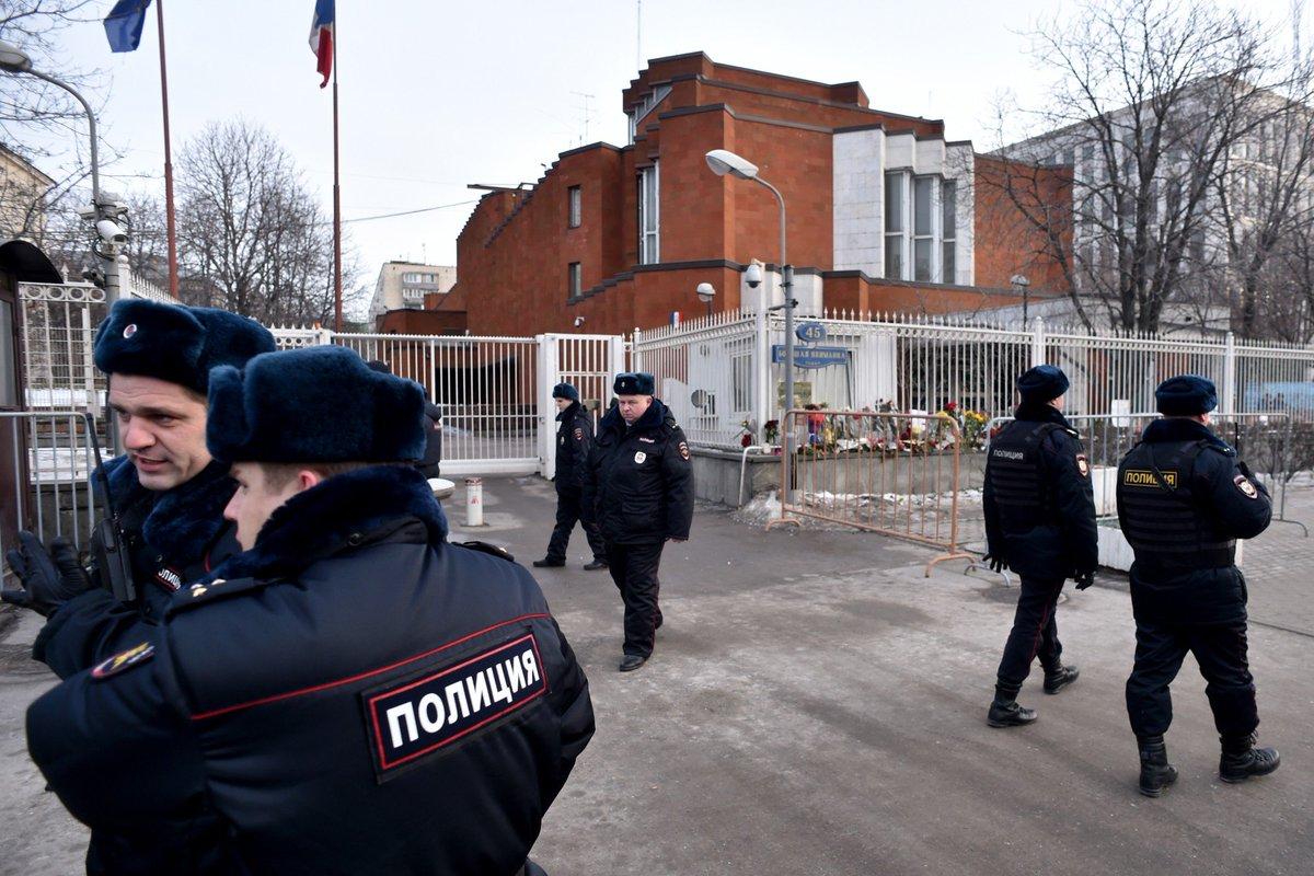 Russie : une nounou décapite un enfant de 4 ans et met le feu à son appartement #Moscou > https://t.co/mwweTikmHW